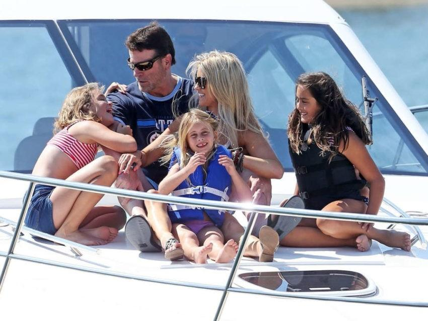 прогулка на яхте семья