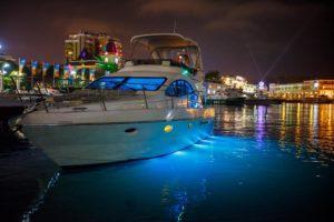 Яхта ночью в Сочи