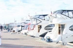 Яхты Сочи на причале