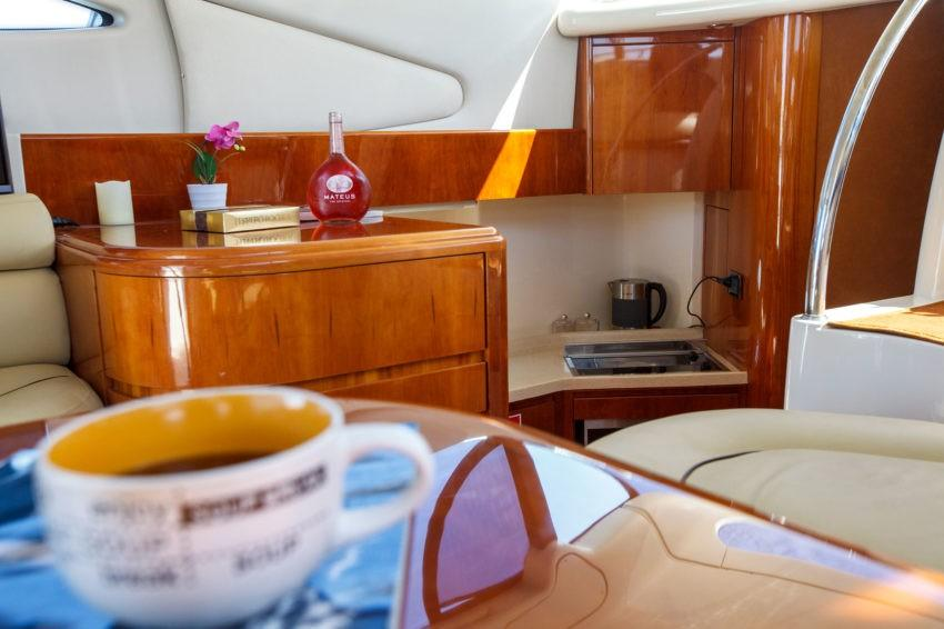интерьер яхты в Сочи