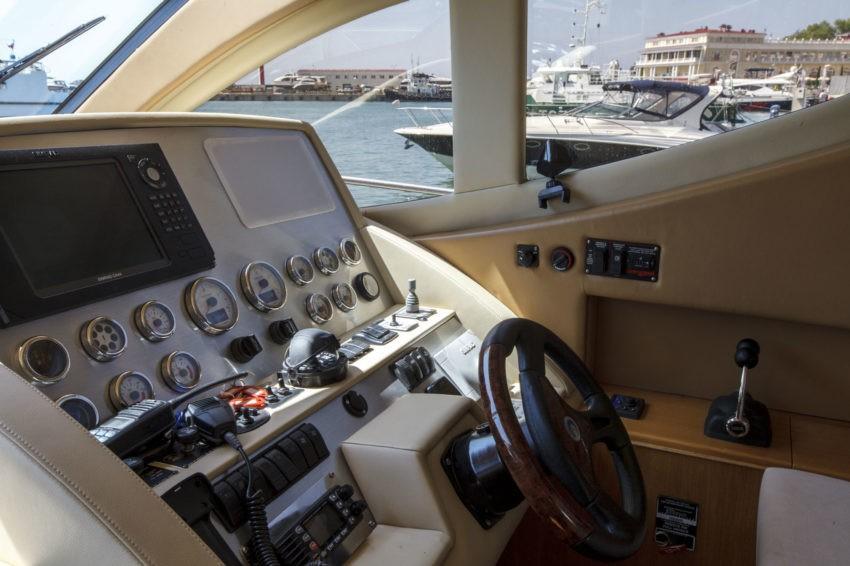 """Яхта """"MAJESTY44"""""""