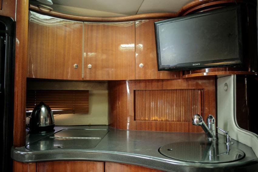 Кухня на катере Вегас в Сочи