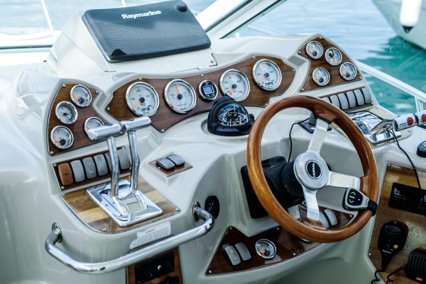 Штурвал катера Вегас в Сочи