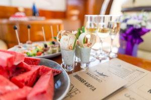 Ресторан на яхте в Сочи