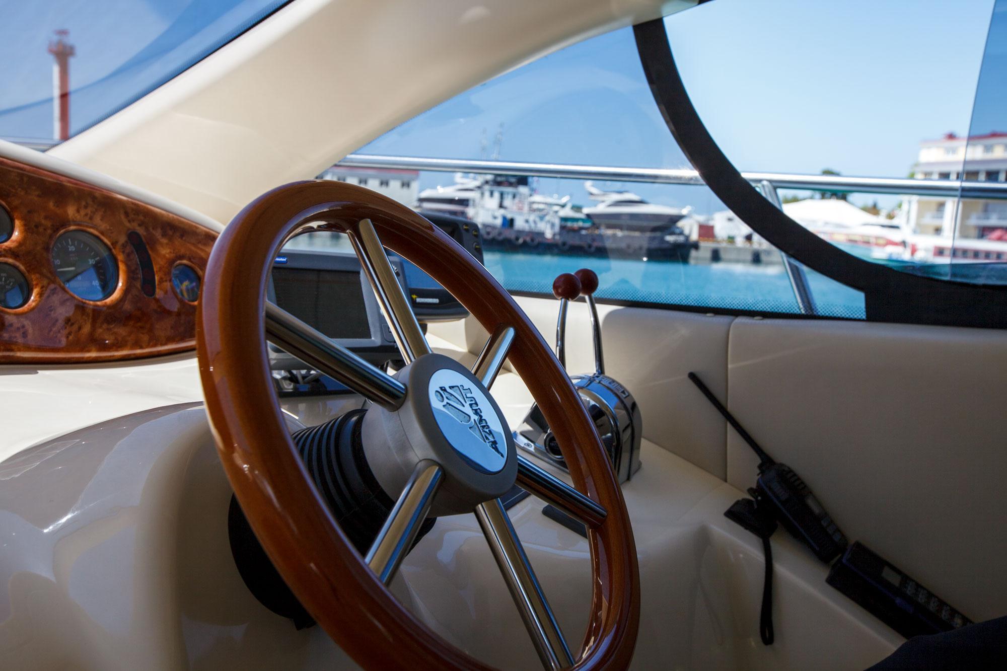 Штурвал яхты Майами