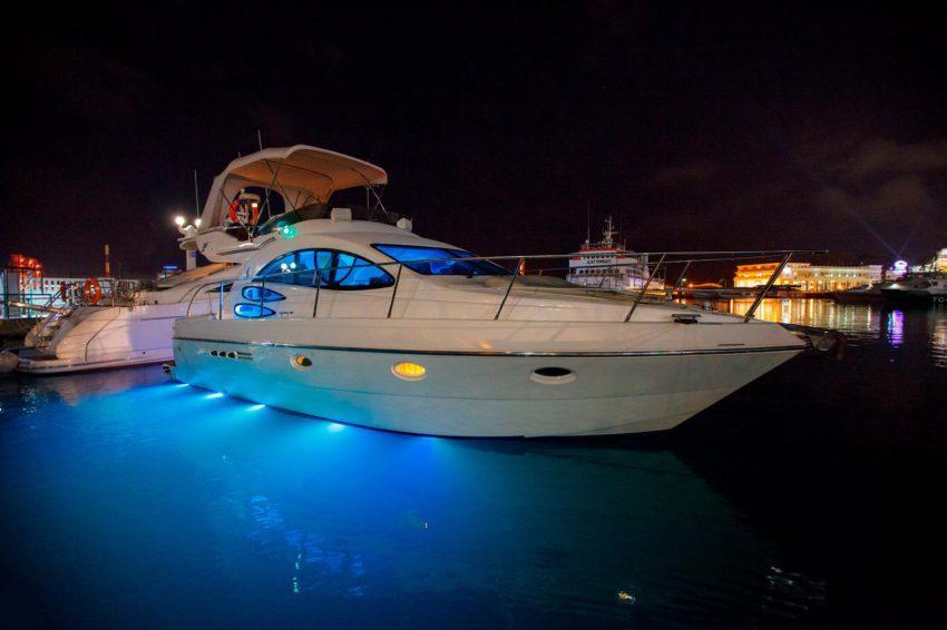 Вечерняя морская прогулка на яхте в Сочи